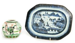 AN 18TH CENTURY CHINESE NANKIN BLUE AND WHITE DISH