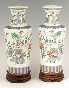 A FINE PAIR OF 19TH CENTURY CHINESE FAMILLE ROSE E