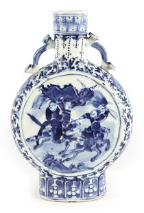 A 19TH CENTURY CHINESE BLUE AND WHITE CHINESE MOON