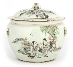 AN 18TH CENTURY CHINESE PORCELAIN FOOD JAR AND COV