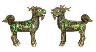 A PAIR OF EARLY 20TH CENTURY CHINESE CLOISONNE AND