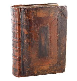 AN EARLY 17TH CENTURY LEATHER BOUND GENEVA BIBLE d