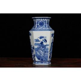 Qing Dynasty Blue and White Vase,painted The eight