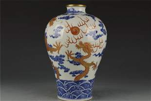 Qing Dynasty blue and white Fanhong gilt vase