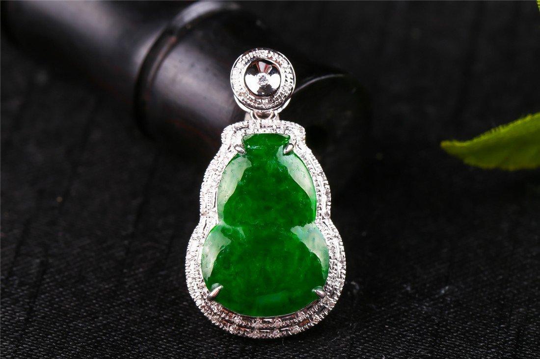 18K platinum luxurious inlaid diamond green jadeite gou
