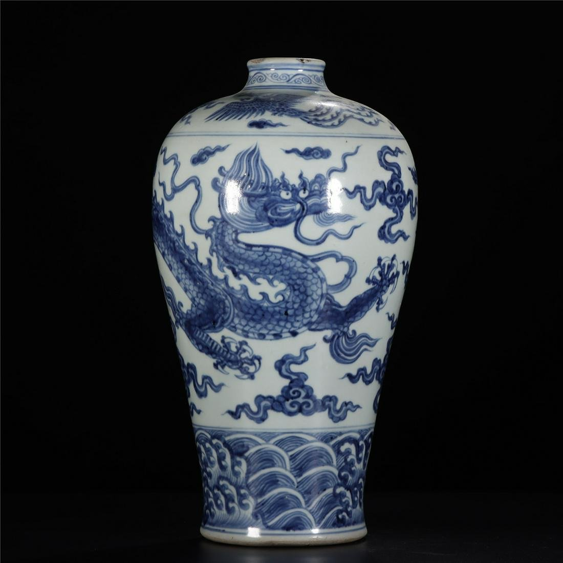 CHINESE BLUE AND WHITE PORCELAIN PAINTING DRAGON