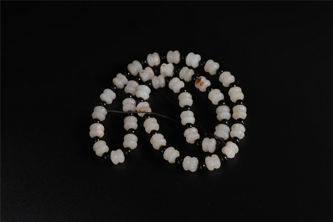 CHINESE WHITE JADE CARVED LOTUS SEED NECKLACE QING
