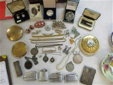 A mixed collection to include costume jewellery, silver