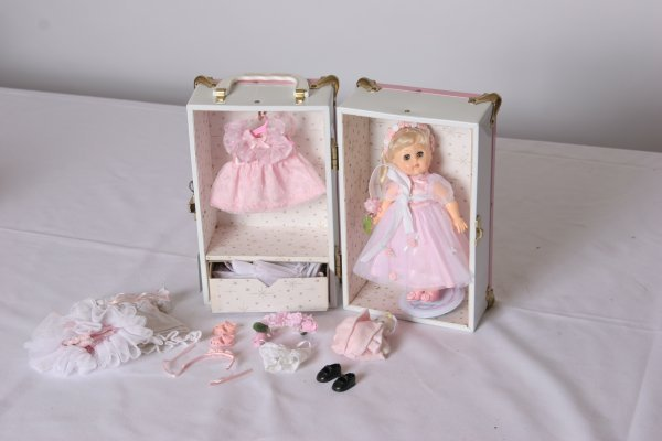 19: Vogue Ginny Bridesmaid Doll: 1984. Mint Condition w