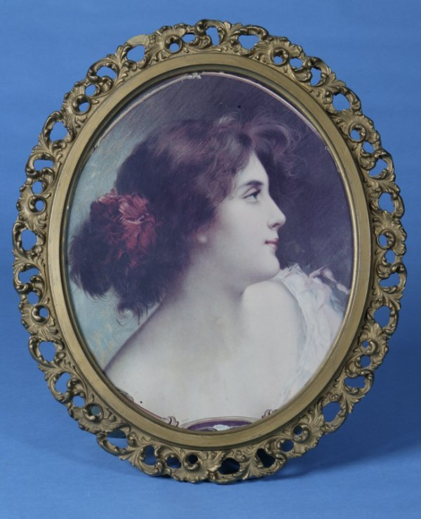 18: Early victorian print in oval frame