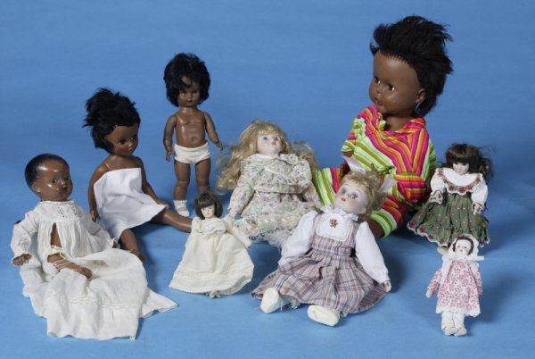 421: 8 Piece Doll Collectors Lot