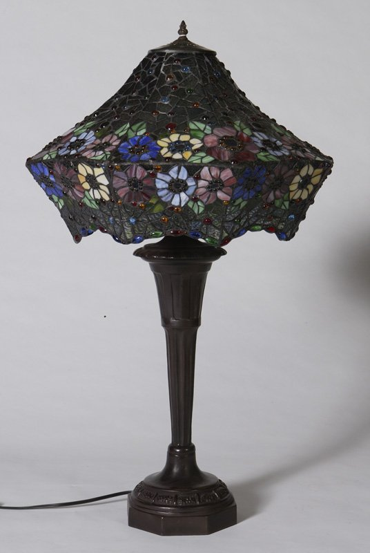 1013: Tiffany Style Leaded & Stained Glass Table Lamp