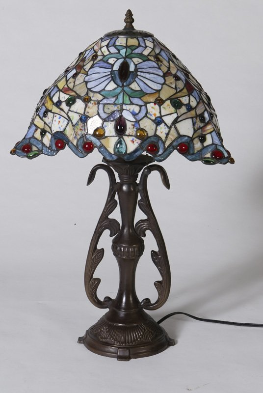1014: Tiffany Style Leaded & Stained Glass Table Lamp