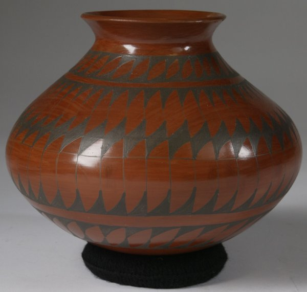18: Mid 20th C. Handmade Mexican Pottery Vessel