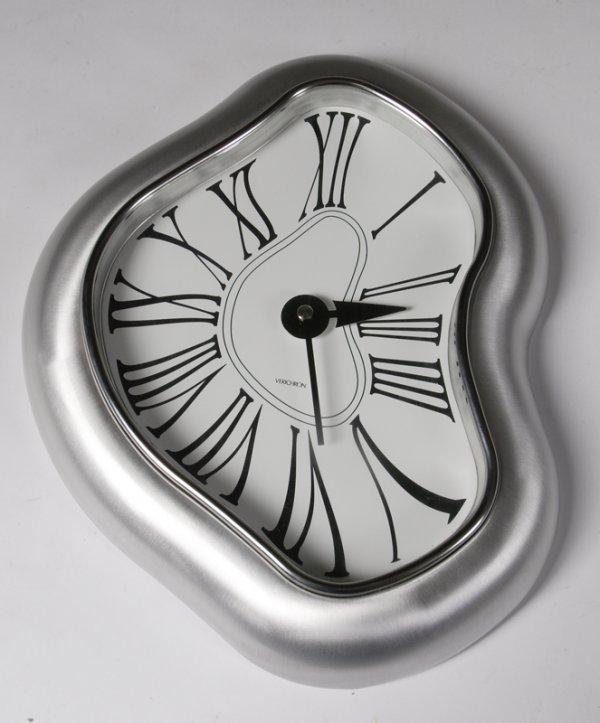 464: Verichon Surrealistic Dali Wall Clock
