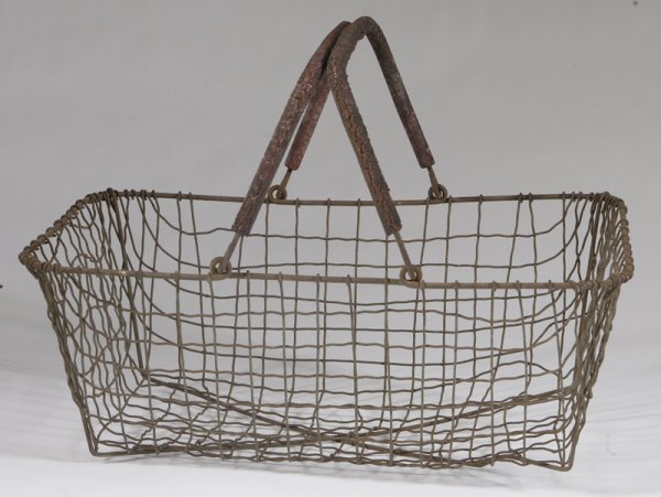 478: Vintage Metal Wire Basket With 2 Handles