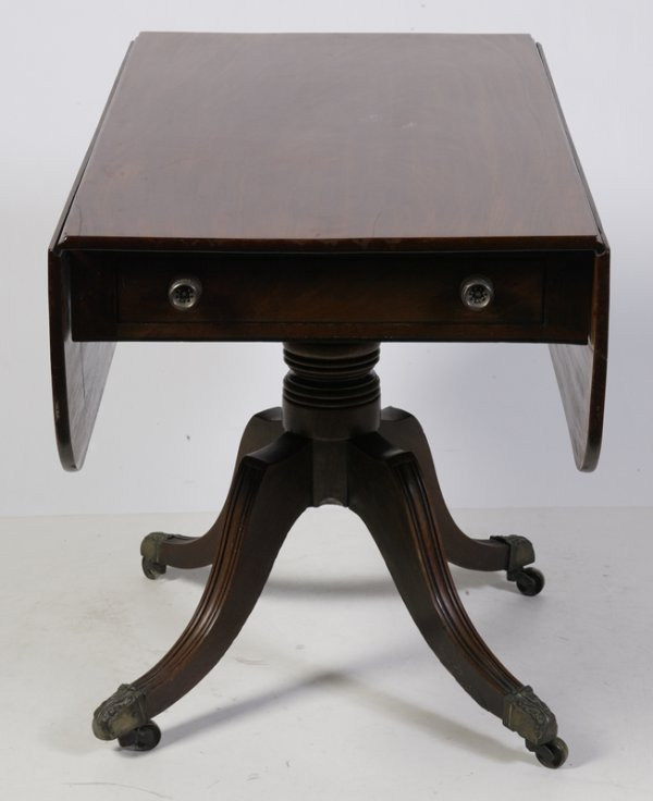 635: Fine Regency Mahogany Drop Leaf Table