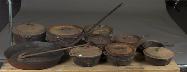 15: 21 Pieces of Early American Cast Iron Cookware