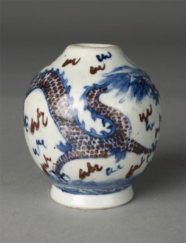 254: Fine Chinese Qianlong Porcelain Dragon Vase