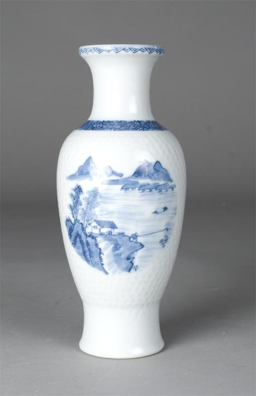 782: A Chinese Qianlong Period Blue and White Vase