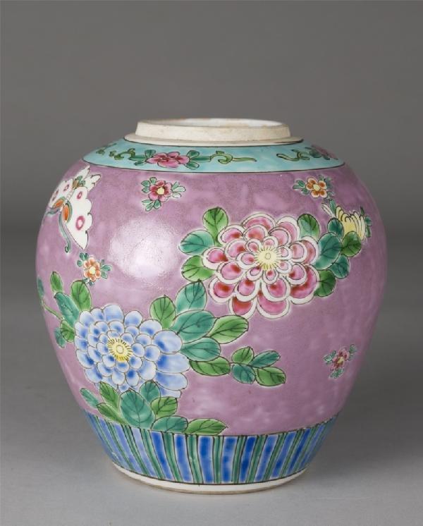 10: Chinese Famille Rose Porcelain Jar