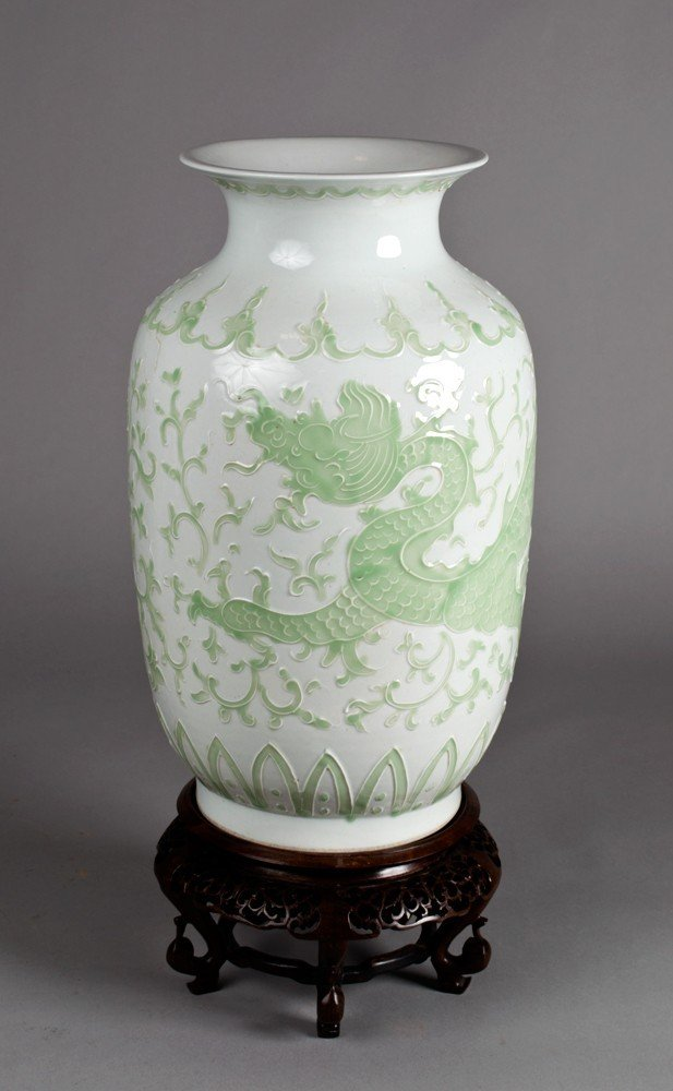 704A: A Fine Chinese Qing Porcelain Vase