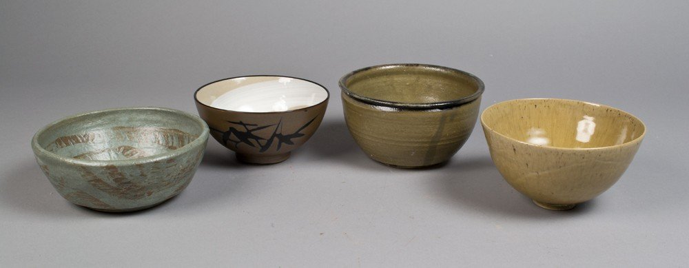 53: (4) Japanese Porcelain and Pottery Bowls
