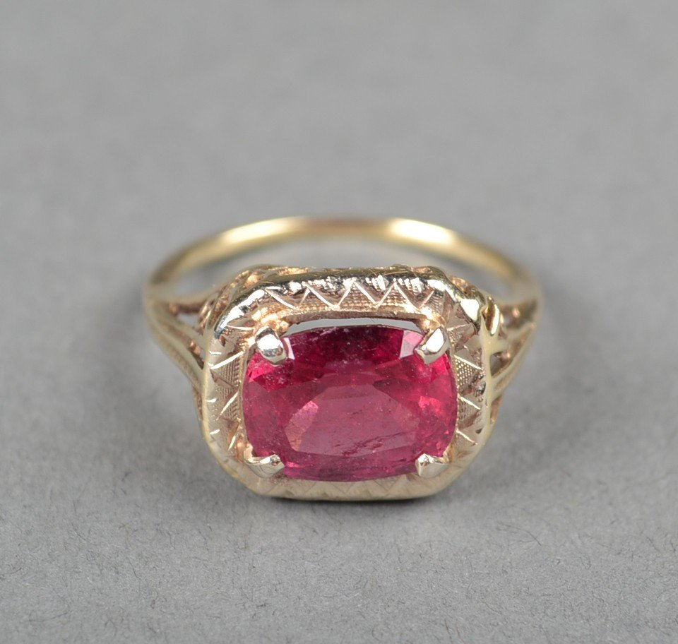 442: A 14kt Gold, And Rubellite Tourmaline Ring