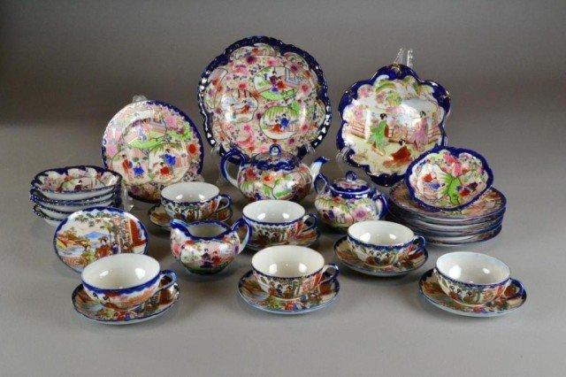 (30) PIECES JAPANESE IMARI PORCELAIN TEA SERVICE Finely
