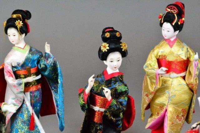 ( 7 ) JAPANESE PORCELAIN  DOLLS - 2