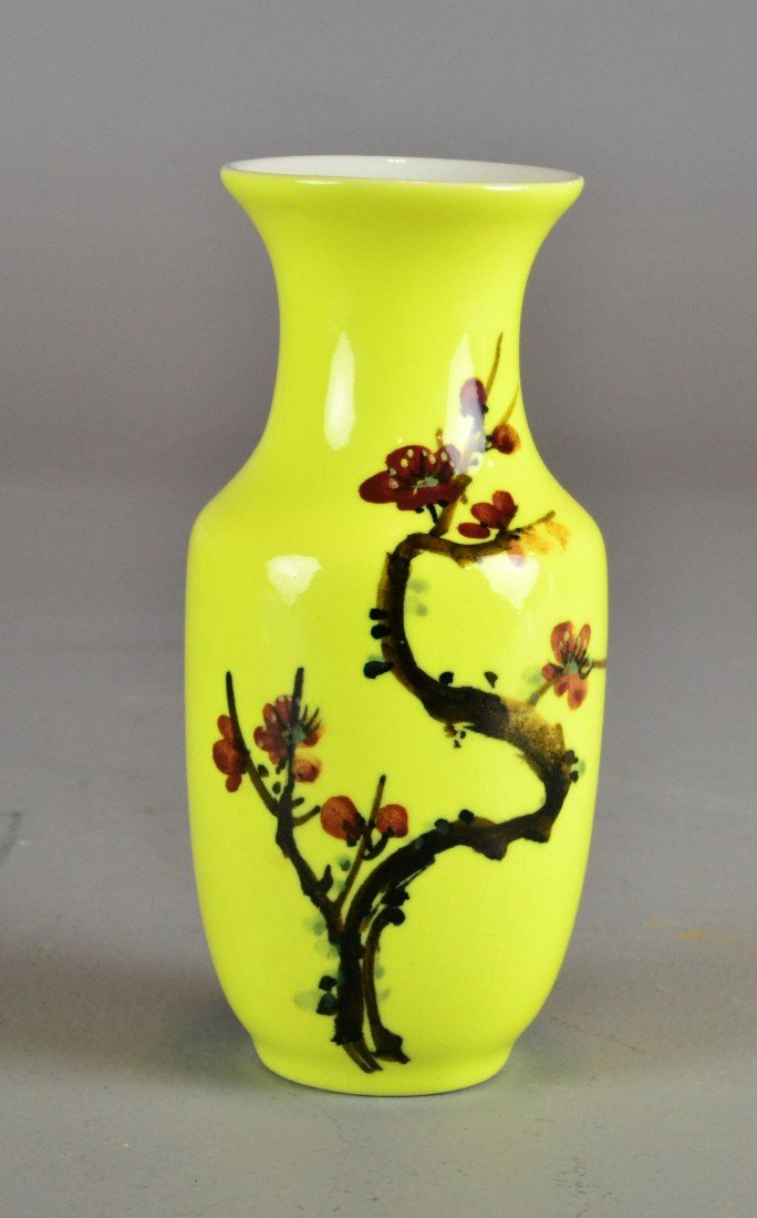 CHINESE IMPERIAL YELLOW GROUND VASE