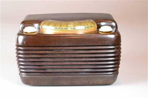 1948 PLASTIC PHILCO RADIO MODEL 49 900