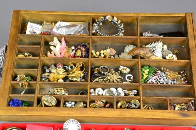 467: (over 100) Pcs. Large Lot of Costume Jewelry