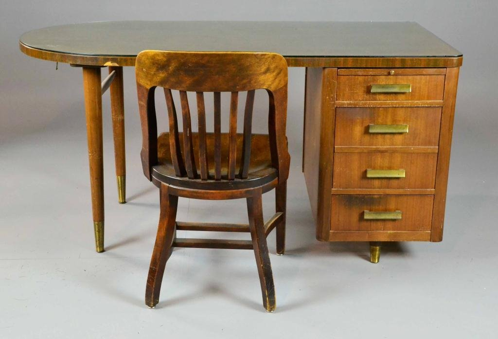 470: DESK WITH FOUR DRAWERS AND CHAIR