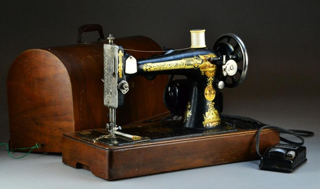 822: Antique Singer Sewing Machine BZ 9-8