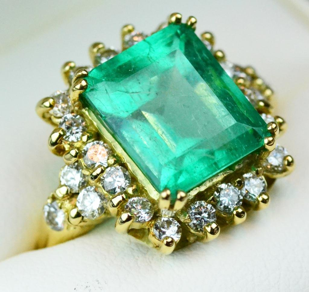 100: Columbian Emerald Diamond And 18k Gold Ring