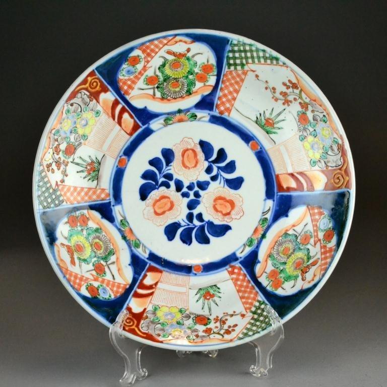 8: A Large Japanese Imari Porcelain Charger