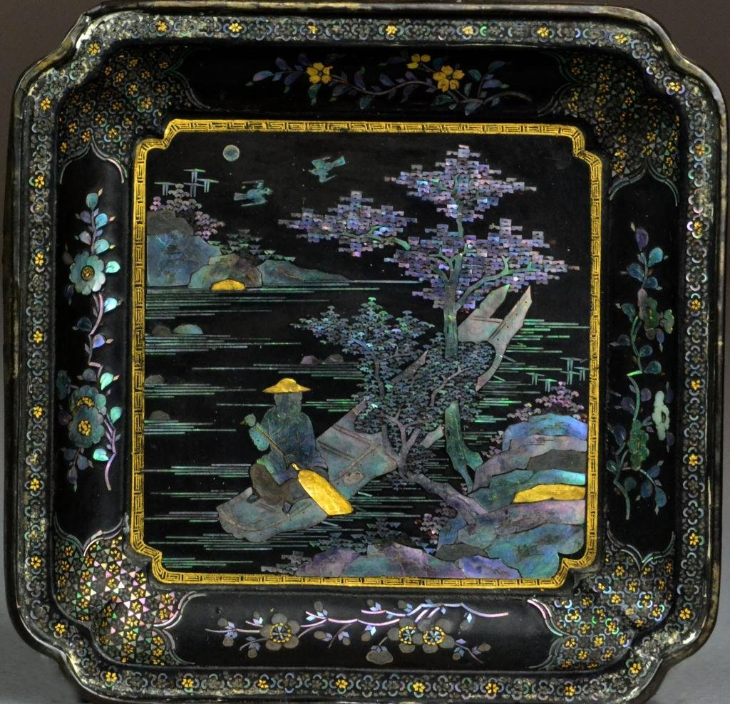 32: A Fine Vietnamese MOP Inlaid Lacquer Tray Signed