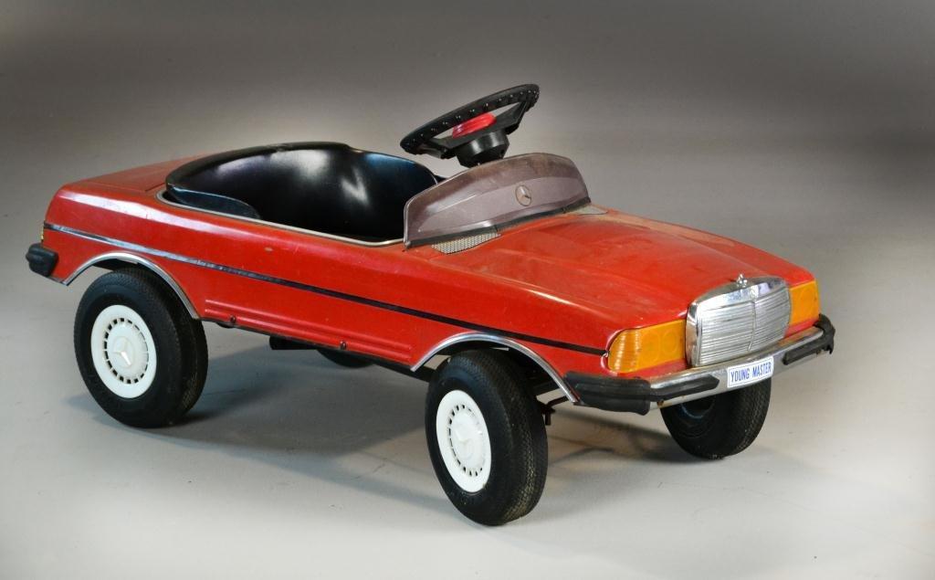 325 antique mercedes pedal car for Mercedes benz pedal car