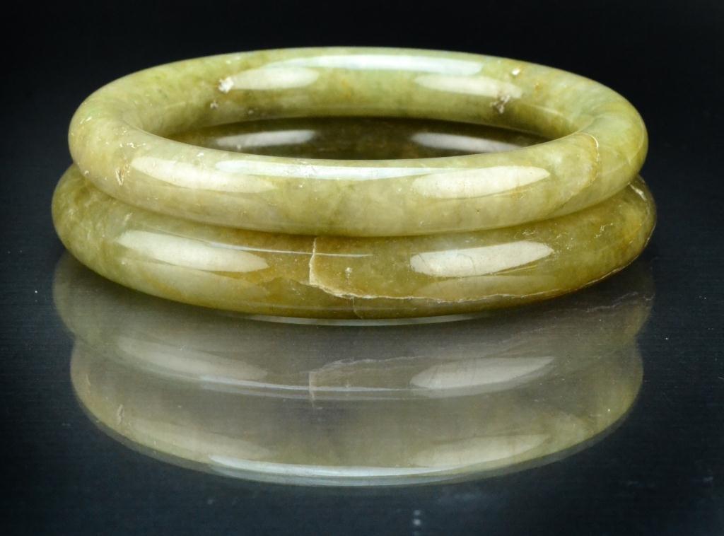 15: (2) Chinese Qing Jade Bangle Bracelets