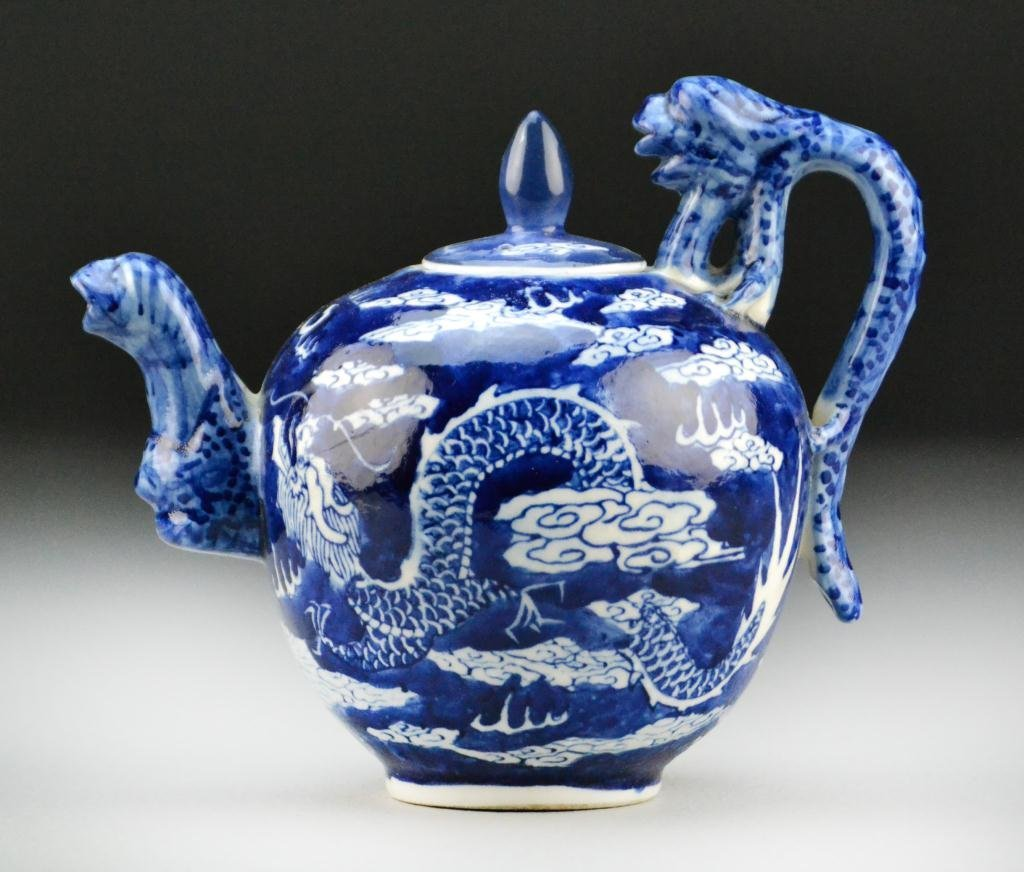 515: Chinese Blue And White Porcelain Tea Pot