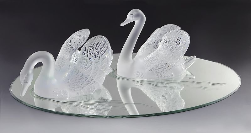 """104: Lalique """"Miroir Cygnes"""" Clear & Frosted Glass"""