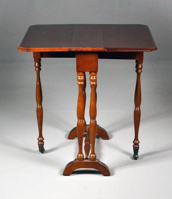 Mahagony Drop-Leaf Gate Leg Table