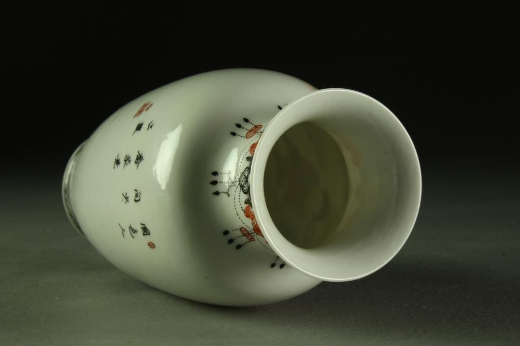 A Fine Chinese Republic Period Porcelain Vase - 3