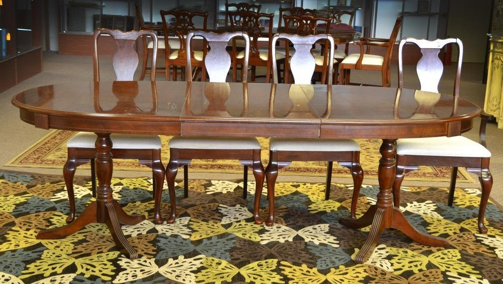 (5) Piece mahogany Queen Anne Style Dining Set