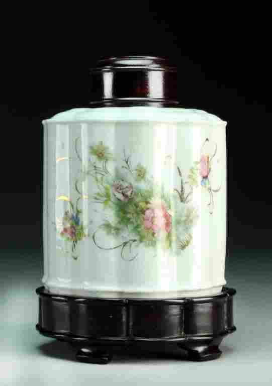 Chinese Republic Famille Rose Porcelain Tea Caddy