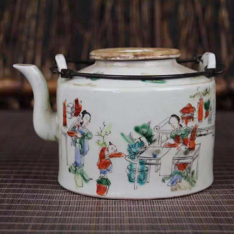 A PORCELAIN POT WITH CHARACTER PATTERN