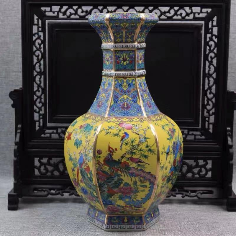 A QIANLONG MARK ENAMELED VASE WITH FLOWER AND BIRD