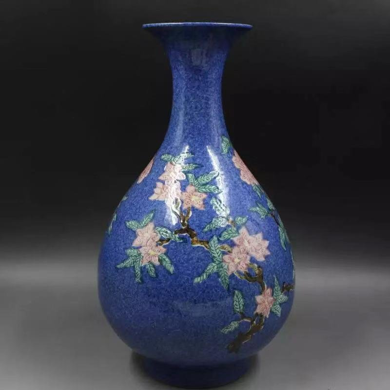 A XUANDE MARK FAMILLE ROSE VASE WITH BIRDS AND FLOWERS