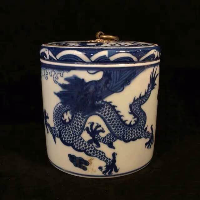 A QIANLONG MARK BLUE WHITE TEA CADDY WITH DRAGON